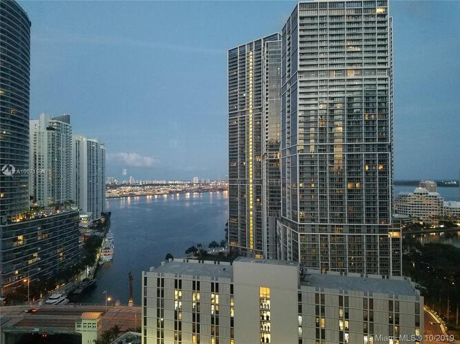 Brickell on the River South image #17