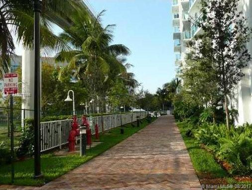 Brickell on the River South image #20