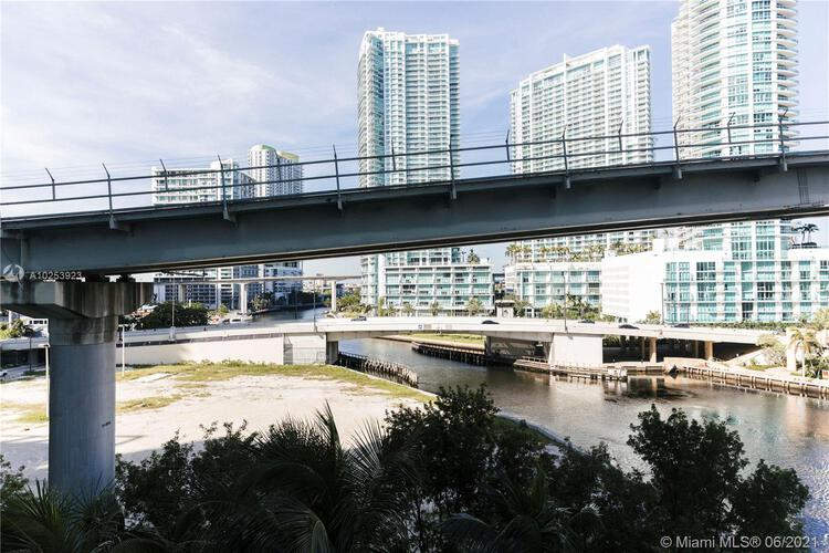 Brickell on the River North image #35