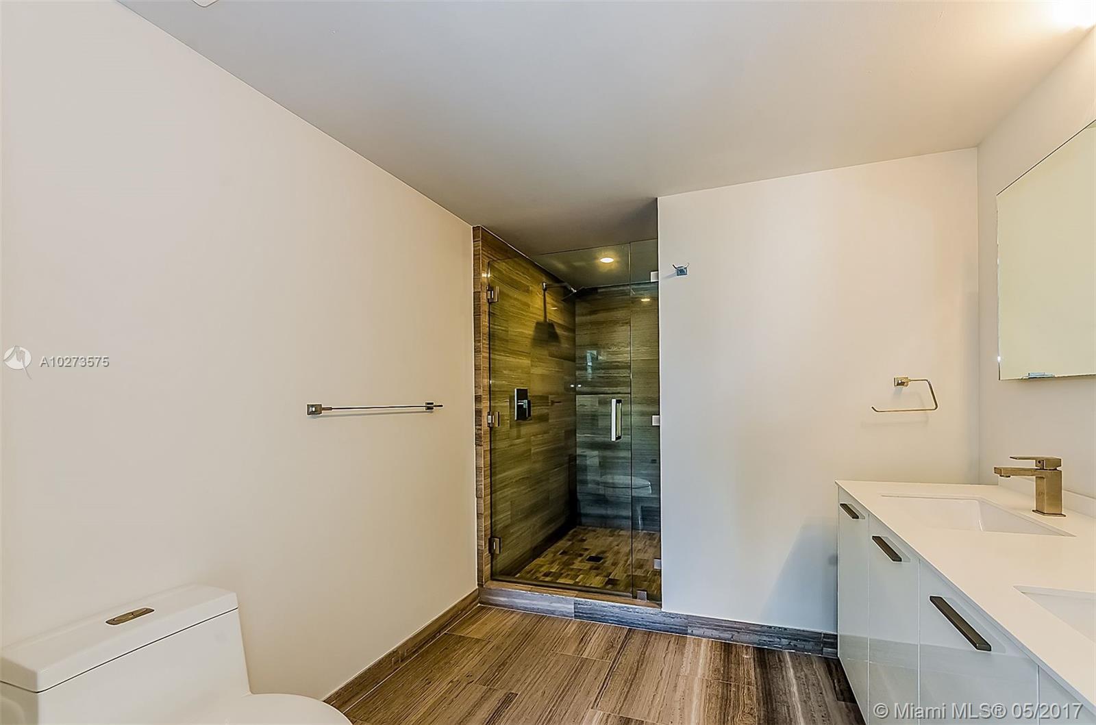 Brickell House image #5