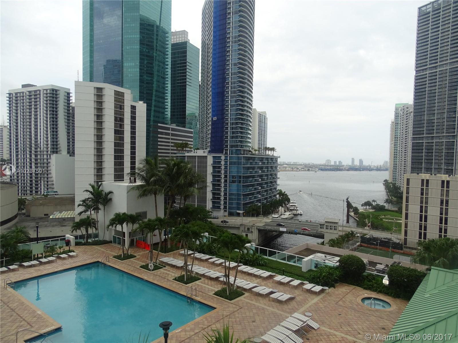 Brickell on the River North image #33