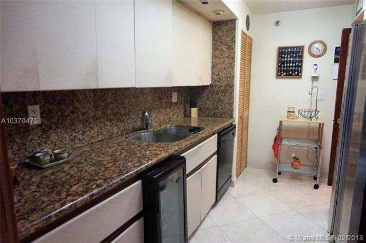 Brickell East image #19