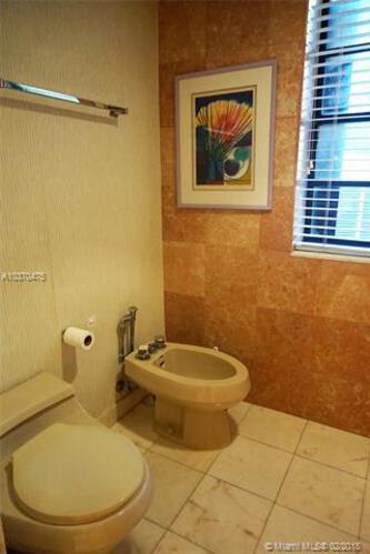 Brickell East image #28