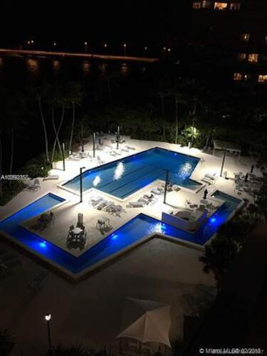Brickell Bay Club image #4