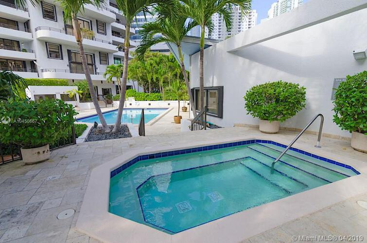 Brickell East image #12