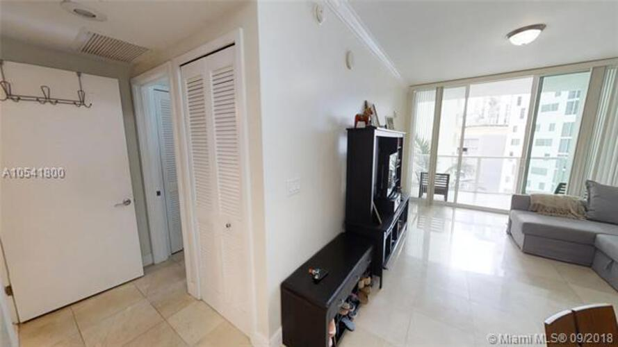 218 SE 14th St, Miami, Fl 33131, Emerald at Brickell #1106, Brickell, Miami A10541800 image #3