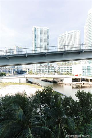 Brickell on the River North image #38