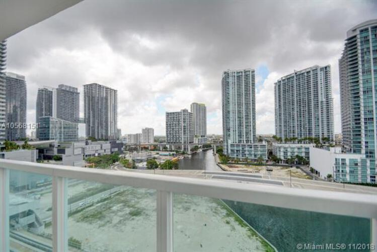 Brickell on the River North image #53