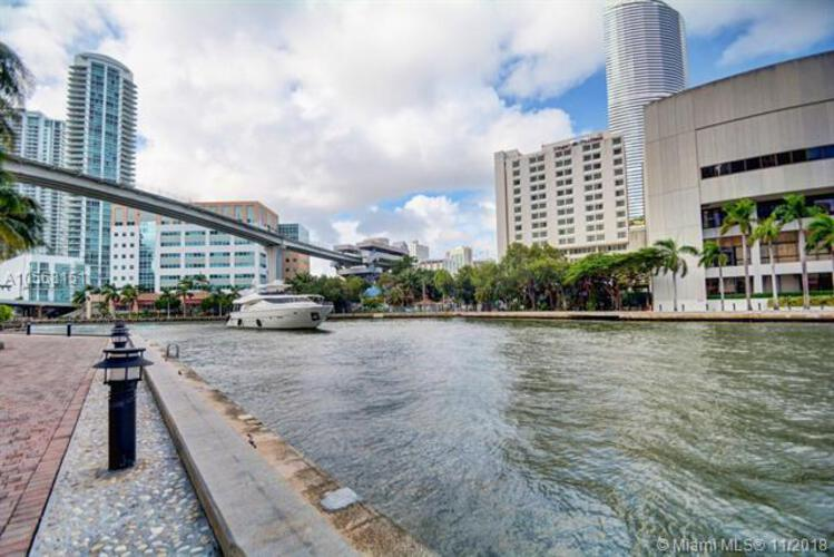 Brickell on the River North image #89