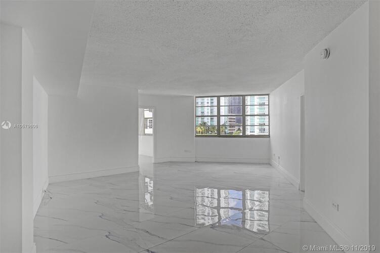 905 Brickell Bay Drive, Miami, FL 33131, Four Ambassadors #1524, Brickell, Miami A10579606 image #3