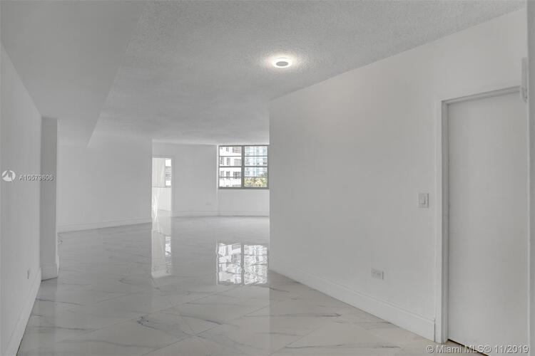 905 Brickell Bay Drive, Miami, FL 33131, Four Ambassadors #1524, Brickell, Miami A10579606 image #5