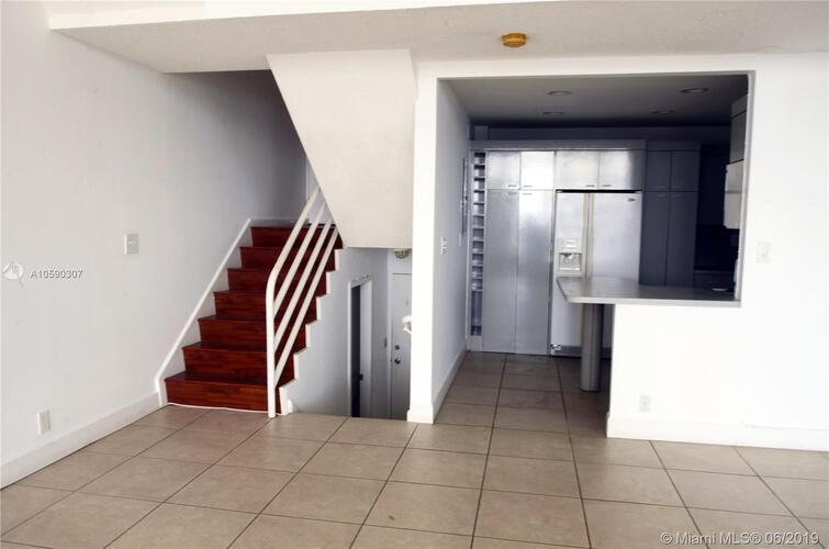 Brickell Place I image #17