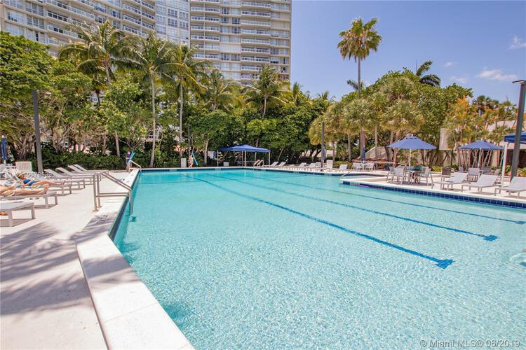 Brickell Bay Club image #26