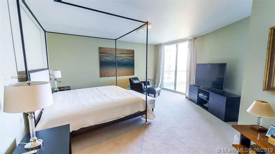 Bristol Tower Condominium image #16