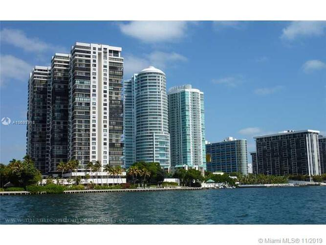 Brickell Bay Club image #10