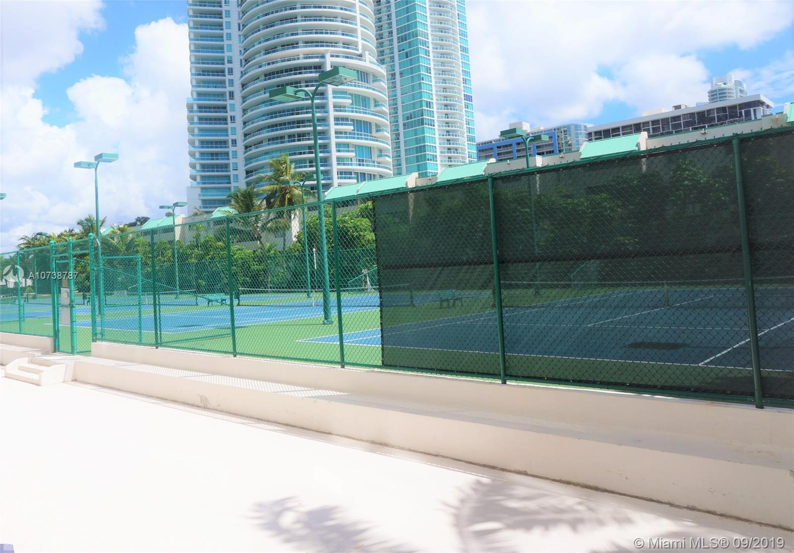 Brickell Bay Club image #40