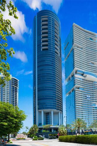 Porsche Design Tower image #43
