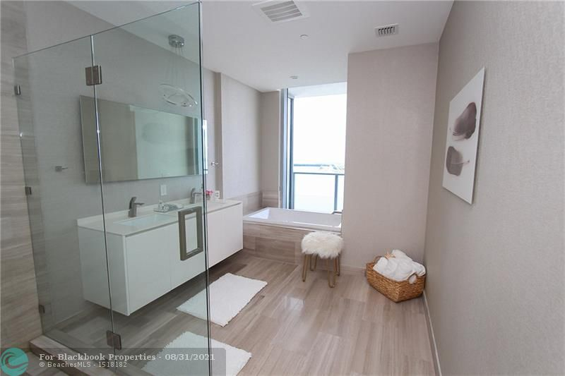 1300 Brickell Bay Drive, Miami, FL 33131, Brickell House #3902, Brickell, Miami F10115751 image #18