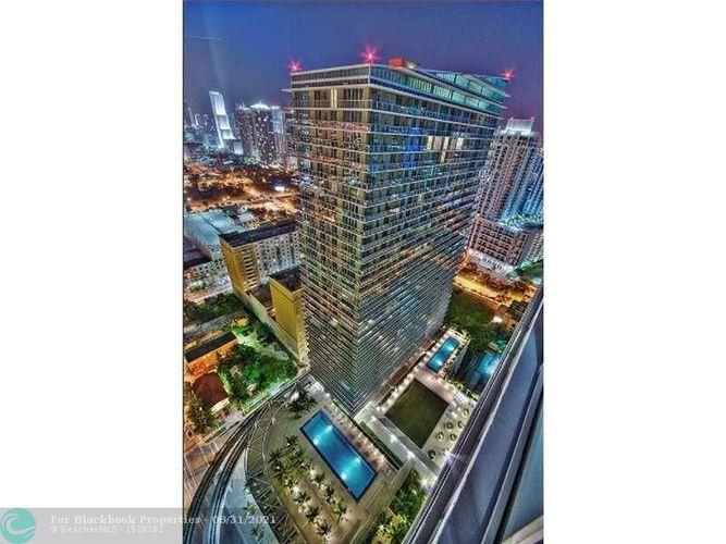 1111 SW 1st Avenue, Miami, FL 33130 (North) and 79 SW 12th Street, Miami, FL 33130 (South), Axis #2702-S, Brickell, Miami F10117848 image #1