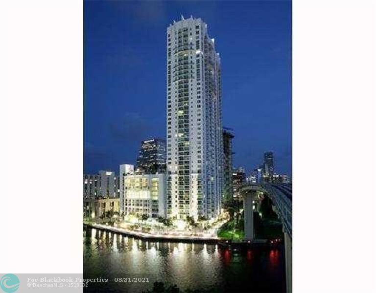 Brickell on the River South image #24