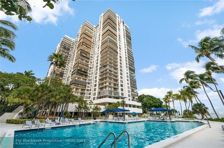Brickell Bay Club image #31