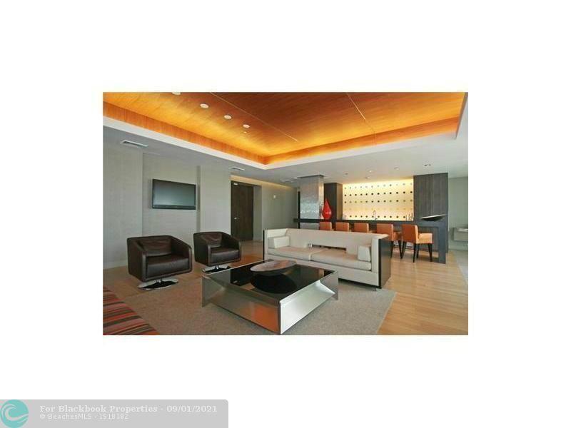 500 Brickell image #25